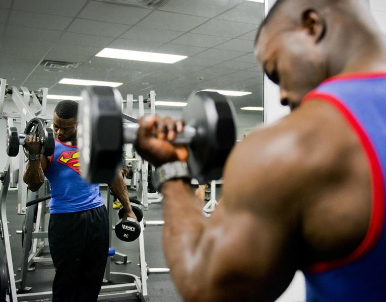 Cvičit doma nebo v posilovně? Prozradíme, kde se dřina vyplatí